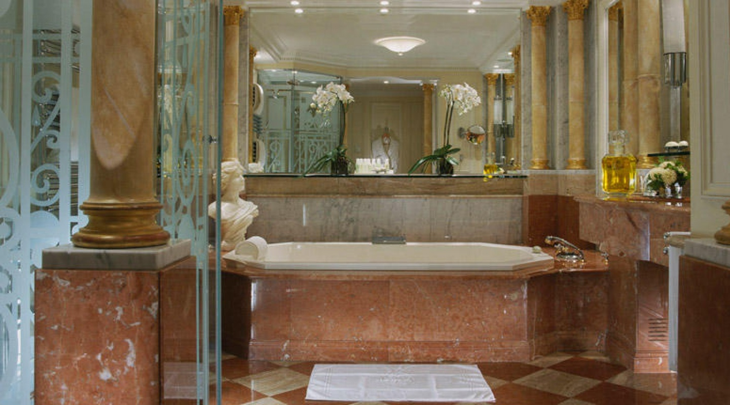 royal suite in hotel plaza athene 2