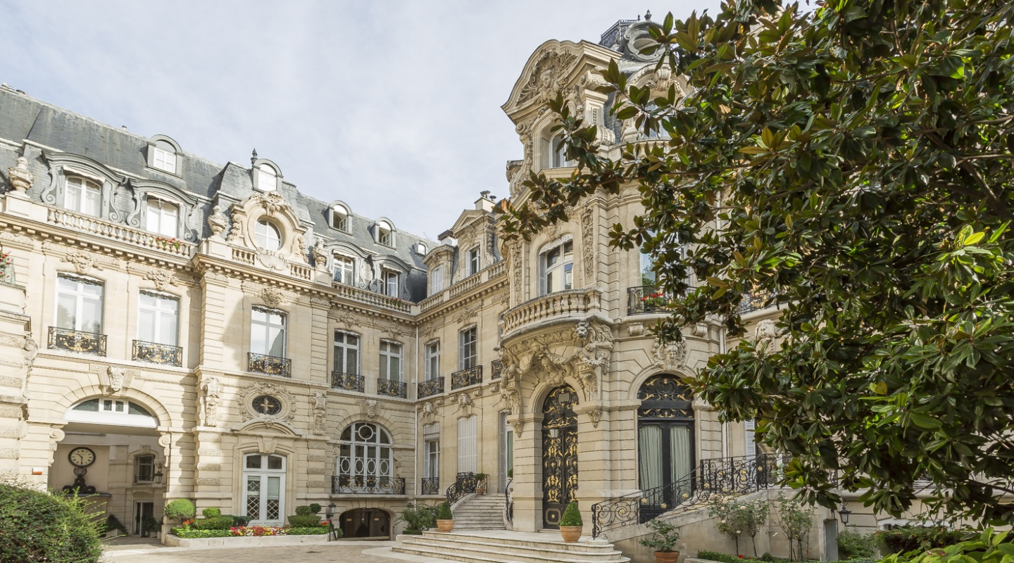Luxury Apartment in Paris 8th, Parc Monceau For Sale - Verzun